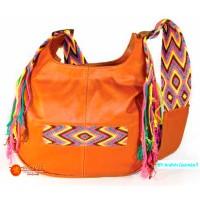 Bolso en cuero grande 1 con aplique en fajón Wayuu